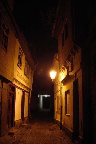 Bild: Der Halken in Aschersleben bei Nacht.