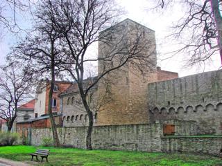 Bilder: Der Beysesche Turm an der Luisenpromenade zu Aschersleben.