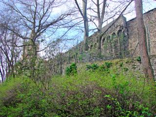 Bild: Reste der Stadtmauer am Liebenwahnschen Turm zu Aschersleben.
