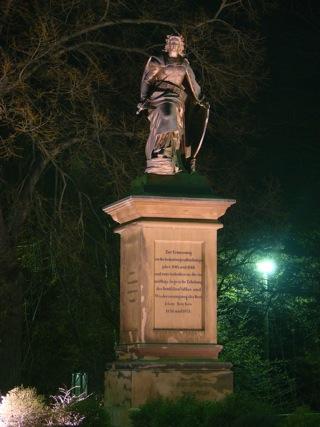 Bild: Das Denkmal Germania in Leimbach erinnert an die für die Schaffung des Deutschen Reiches bedeutenden Kriege 1864, 1866 und 1870/1871.