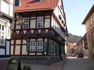 Bild: Das Gasthaus Kupfer in der historischen Fachwerkstadt Stolberg im Harz.
