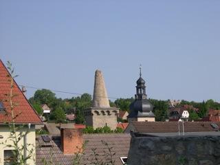 Bilder: Blick vom Kupferberg auf Hettstedt auf den Zuckerhut und das Saigertor.