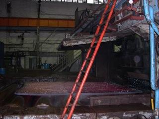 Bild: Walzen von Grobblech auf dem Breiten Umkehrwalzwerk bei MKM, ehemaliges Walzwerk Hettstedt.