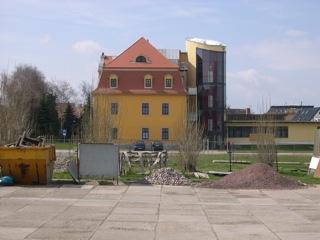 Bilder: Moderner Anbau am Schloss von Schafstädt.