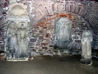 Bild: Historische Grabsteine in der Kronenkirche auf dem Alten Friedhof oder Campo Santo in der Lutherstadt Eisleben.