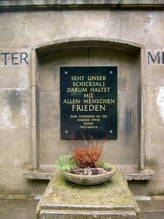 Bild: Ehrenmal für die Opfer der beiden Weltkriege auf dem Campo Santo - Alter Friedhof - in der Lutherstadt Eisleben.