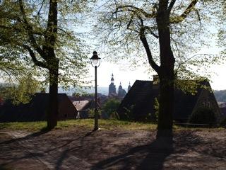 Bild: In der Eislebener Neustadt. Blick auf die Kirche St. Annen.