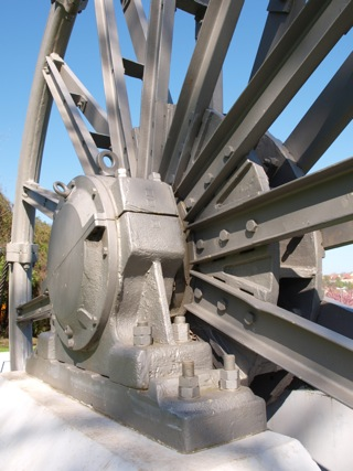 Bild: Detailansichten vom Denkmal Seilscheibe in der Lutherstadt Eisleben.