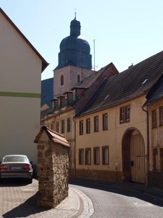 Bild: In den Gassen der Altstadt von Eisleben an der Kirche St. Petri Pauli.