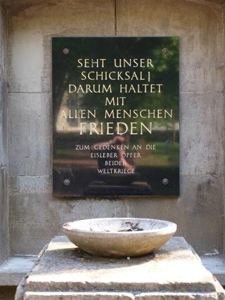 Bild: Auf dem Alten Friedhof oder Campo Santo in der Lutherstadt Eisleben. Denkmal zu Ehren der in den zwei Weltkriegen umgekommenen Menschen der Lutherstadt Eisleben.