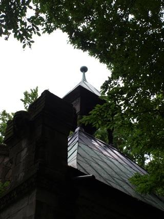 Bild: Das Mausoleum der Familie von Knigge in der Nähe des Schlosses Harkerode.