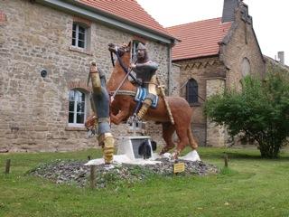 Bilder: In Welfesholz ist die Erinnerung an die mittelalterliche Schlacht zwischen Hoyer von Mansfeld und Wiprecht von Groitzsch wieder präsent.