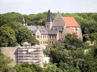Bild: Das Schloss Mansfeld von der Rabenskuppe aus gesehen.