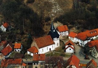 Bild: Die Kirche St. Mariä Geburt zu Questenberg.