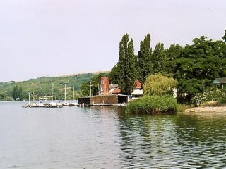 Bild: Yachthafen am Süßen See neben Schloss Seeburg.