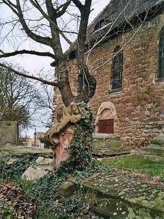 Bild: Der romantischen Kirche von Seeburg haftet ein morbider Charme an, dem sich kaum jemand entziehen kann.