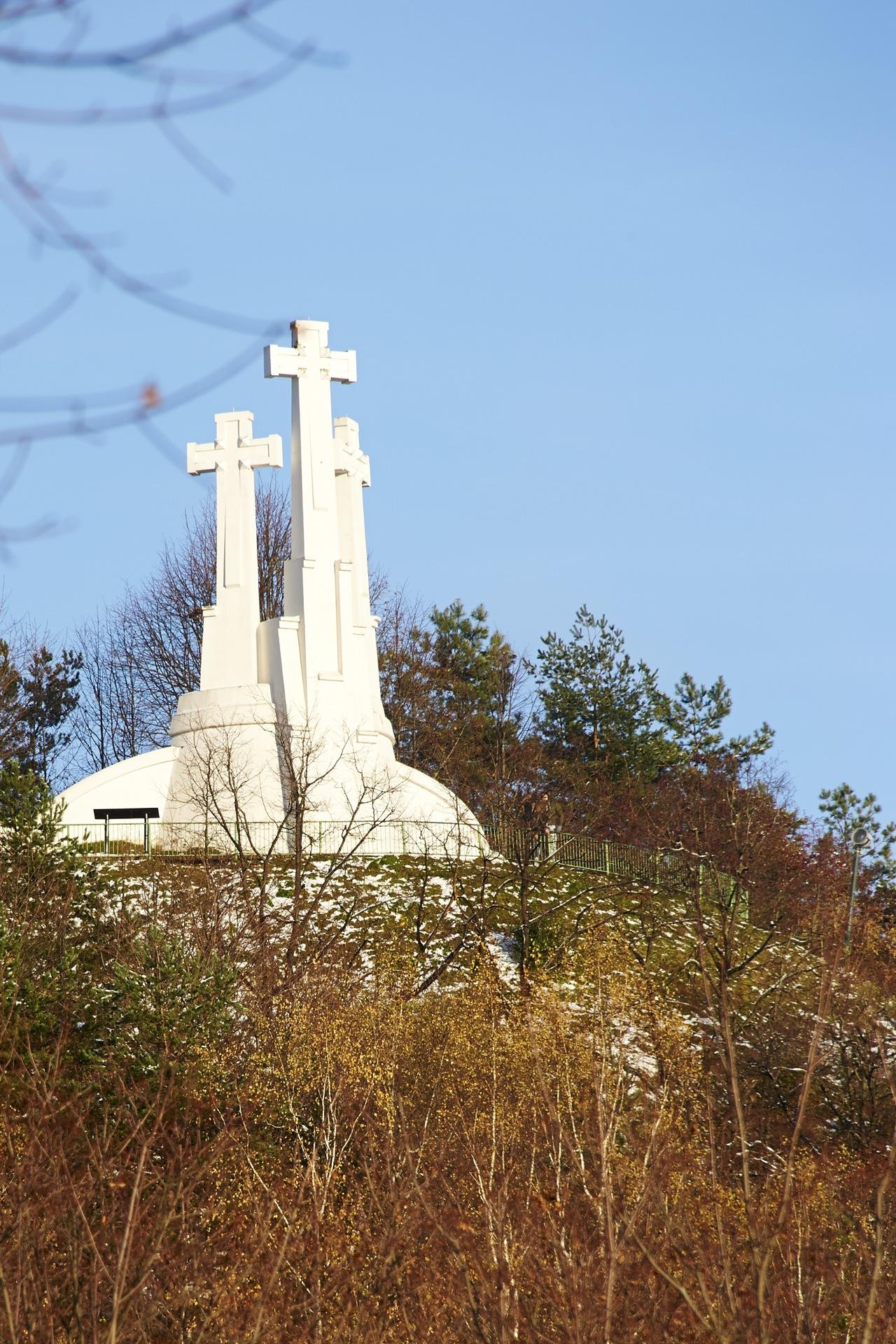Bild: Die Drei Kreuze in Vilnius wurden zum Gedenken an drei ermordete Mönche errichtet. Litauen wurde erst im 15. Jahrhundert christianisiert.