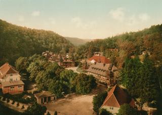 Bild: Alexisbad im Harz am Ende des 19. Jahrhunderts. Dieses Bild ist gemeinfrei, weil seine urheberrechtliche Schutzfrist abgelaufen ist.