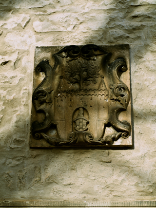 Bild: Die Kirche St. Margarethen zu Aschersleben. Detailansicht eines Wappens auf der Südseite der Kapelle.