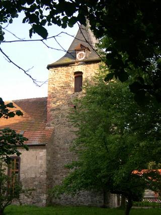Bild: Die Kirche von Biesenrode im Landkreis Mansfeld-Südharz. In diesem Dorf wurde der Komponist Wolfgang Zeller als Sohn des Pastors geboren. Foto: © 2007 by Bert Ecke.