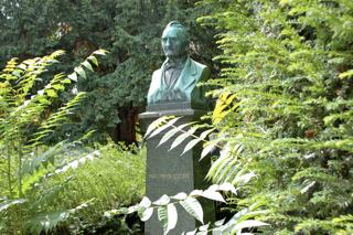 Bild: Die Büste zu Ehren des Erfinders Rudolf Christian Boettger am Physikalischen Verein zu Frankfurt am Main. © 2010 by Wolfgang Siegemund.