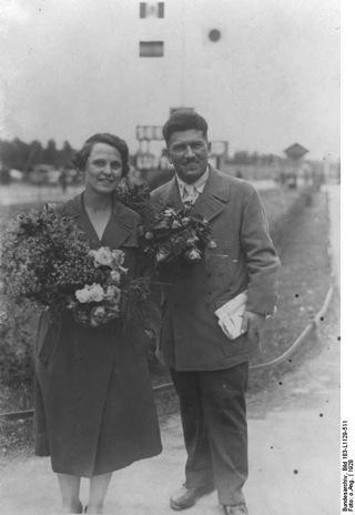 Bild: Max Hoelz mit Ehegattin. Bundesarchiv, Bild 183-L1129-511 / CC-BY-SA.