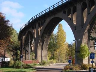 Bild: Die Eisenbahnbrücke Schmalzgrundviadukt in Hettstedt.