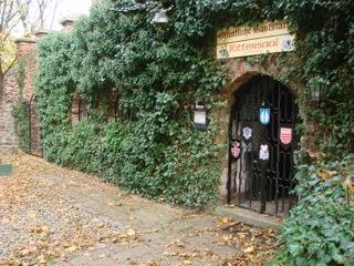 Bild: Im Innenhof der Burgruine Schweinsburg zu Bornstedt.