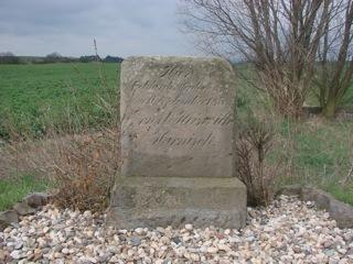 Bild: Der Blutstein von Lieskau bei Halle an der Saale erinnert an den Gerichtsprozess im Fall Rose-Rosahl.