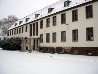 Bild: Das ehemalige psychiatrische Krankenaus in Großörner. Aufnahme aus dem Jahre 2009.