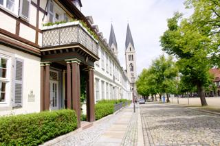 Bild: Der historische Domplatz von Halberstadt mit dem Dom.