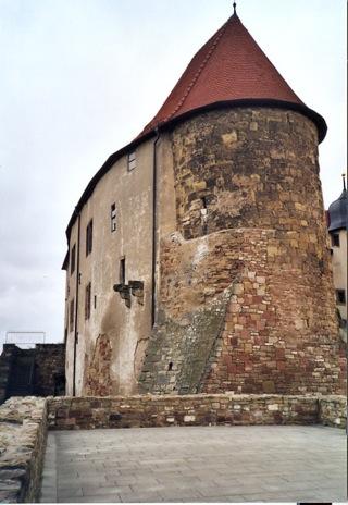Bild: Der Bergfried oder Müntzerturm in der Wasserburg Heldrungen.