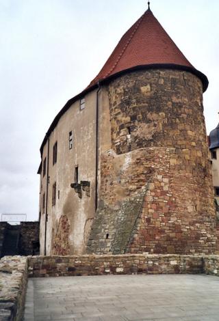 Bild: Der Müntzerturm in der Wasserburg zu Heldrungen.