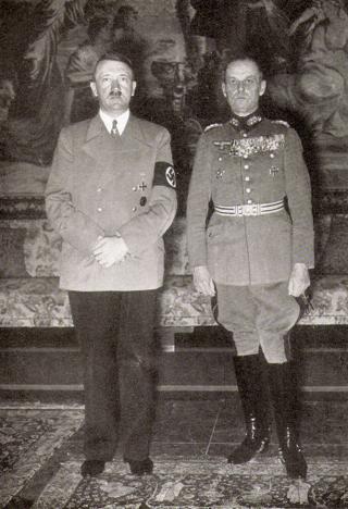 Bild: Die Übergabe des Infanterieregiments 18 an seinen Chef Generaloberst von Rundstedt am 25. April 1939 in der Reichskanzlei bei Adolf Hitler. Diese Datei stellt ein Amtliches Werk dar und ist nach § 5 UrhG (DE) bzw. § 7 UrhG (AT) und Art. 5 URG (CH) gemeinfrei.