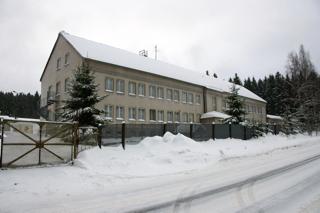 Bild: Ehemalige Kaserne der Grenztruppen der DDR in der Nähe von Schierke (Sachsen-Anhalt). Die Grenztruppen waren nach offizieller Verlautbarung der DDR-Führung nicht Bestandteil der Nationalen Volksarmee! Aufnahme vom 01.01.2011.