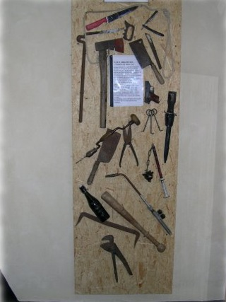 Bild: Verschiedene Tatwerkzeuge für Verbrechen.