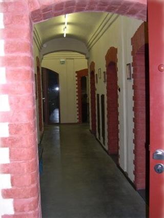 Bild: Ein Blick über den Flur des ehemaligen Untersuchungsgefängnisses Aschersleben.