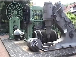 Bild: Hammerwerk auf dem Freigelände des Mansfeld-Museum.