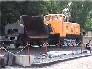 Bild: Mit dieser Kleinbahn wurde die bei der Verhüttung des Kupfererzes reichlich anfallende Schlacke auf die Halden transportiert.