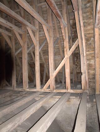 Bild: Unter dem Dach der Kirche St. Stephani zu Aschersleben.
