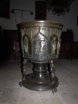 Bild: Taufbecken in der Kirche St. Stephani zu Aschersleben.
