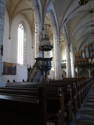 Bild: Blick auf das nördliche Seitenschiff der Kirche St. Stephani zu Aschersleben mit einer der Kanzeln.