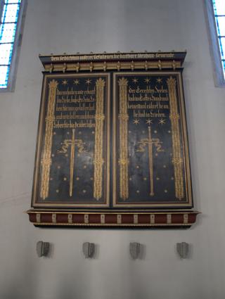 Bild: Altar zu Ehren der zahlreichen im Ersten Weltkrieg gefallenen Söhne der Stadt Aschersleben in der Kirche St. Stephani.
