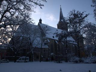 Bild: Die Stadtkirche St. Stephani zu Aschersleben im winterlichen Abendlicht. Blick aus Richtung Nordosten.