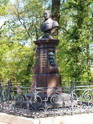 Bild: Denkmal zu Ehren Friedrich Koenig in der Friedrich-Koenig-Straße in der Lutherstadt Eisleben.