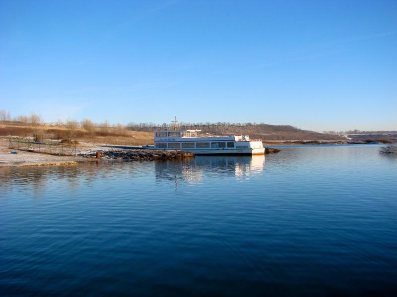 Bild: Das Schiff SEEPERLE am Nordufer des Concordiasee bei Schadeleben.