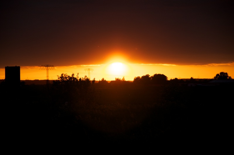 Siersleben - Sonnenuntergang bei einer Schlechtwetterfront.