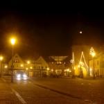 Hettstedt - Das Saigertor an Weihnachten bei Nacht.
