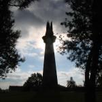 Hettstedt - Der Obelisk FLAMME DER FREUNDSCHAFT am Abend.