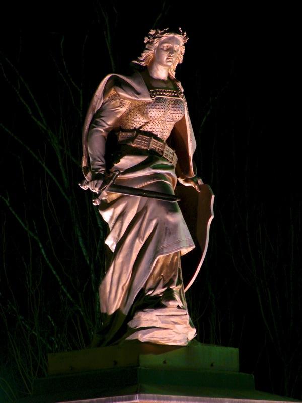 Leimbach (Mansfeld) - Das Denkmal GERMANIA bei Nacht.